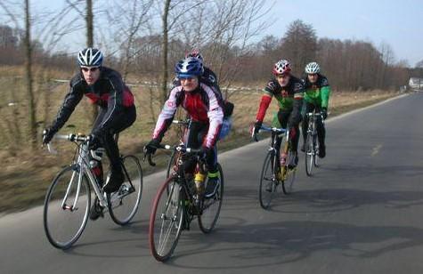 Na treningu - grupa kolarzy z Konina